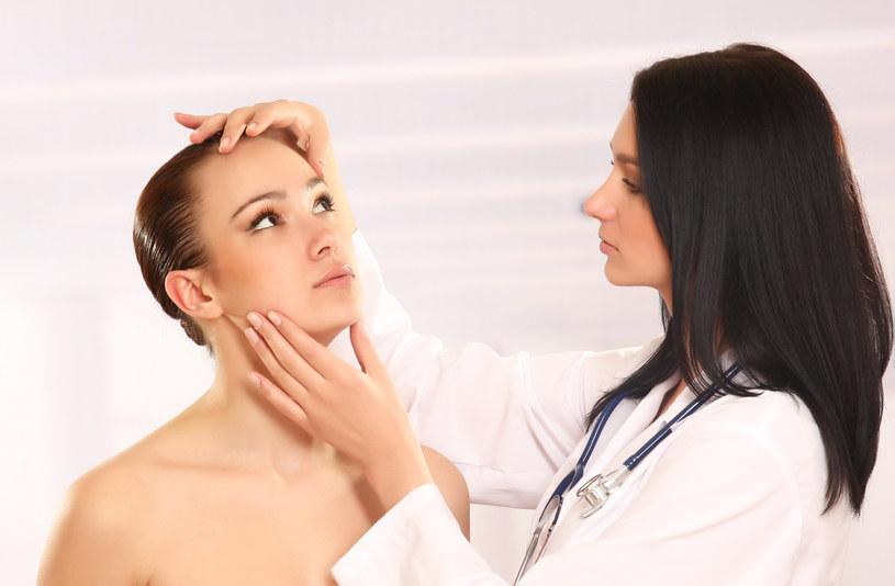 konsultacja dermatologiczna /© Photogenica
