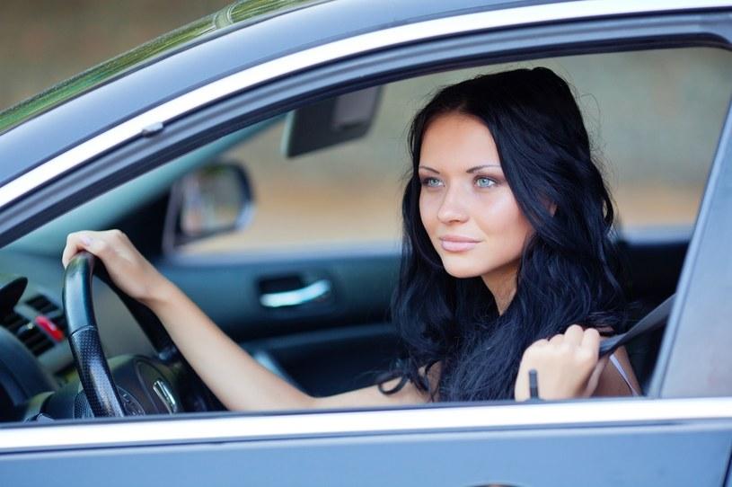 Konsumenci coraz częściej postrzegają korzystanie z samochodu jako usługę, a nie towar /123RF/PICSEL