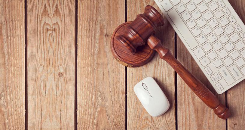 Konsumenci narzekają na bezprawne działania e-sklepów /123RF/PICSEL