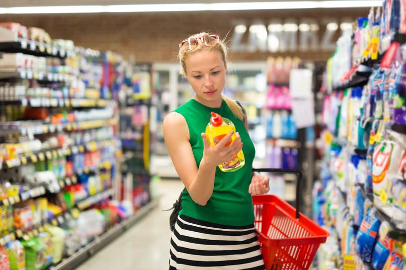 Konsumenci rekompensują utratę kontroli poprzez kupowanie środków czystości, ze względu na powiązanie ich z procesem rozwiązywania problemów /123RF/PICSEL