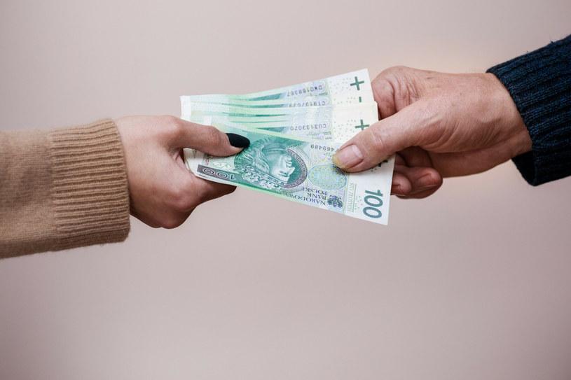 Konsumenci zyskają dodatkową ochronę /Arkadiusz Ziółek /East News