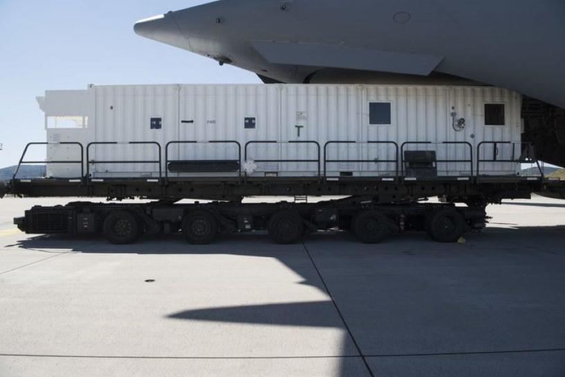 Kontener do przewożenia pasażerów z COVID-19. Fot. U.S. Air Force / Senior Airman Milton Hamilton /materiały prasowe