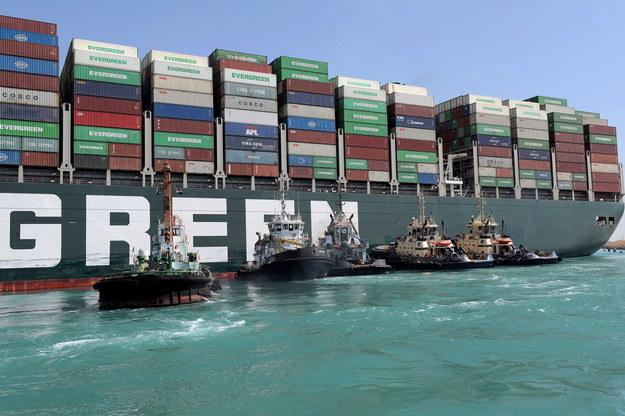 Kontenerowiec blokował Kanał Sueski od prawie tygodnia /SUEZ CANAL AUTHORITY /HO HANDOUT /PAP/EPA
