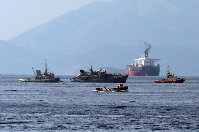 Kontenerowiec zderzył się z niszczycielem min. /ORESTIS PANAGIOTOU /PAP/EPA