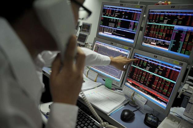 Kontrakt terminowy to instrument finansowy o wielkim ryzyku /AFP