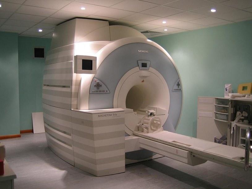 Kontrast podawany podczas rezonansu magnetycznego odkłada się w mózgu /materiały prasowe