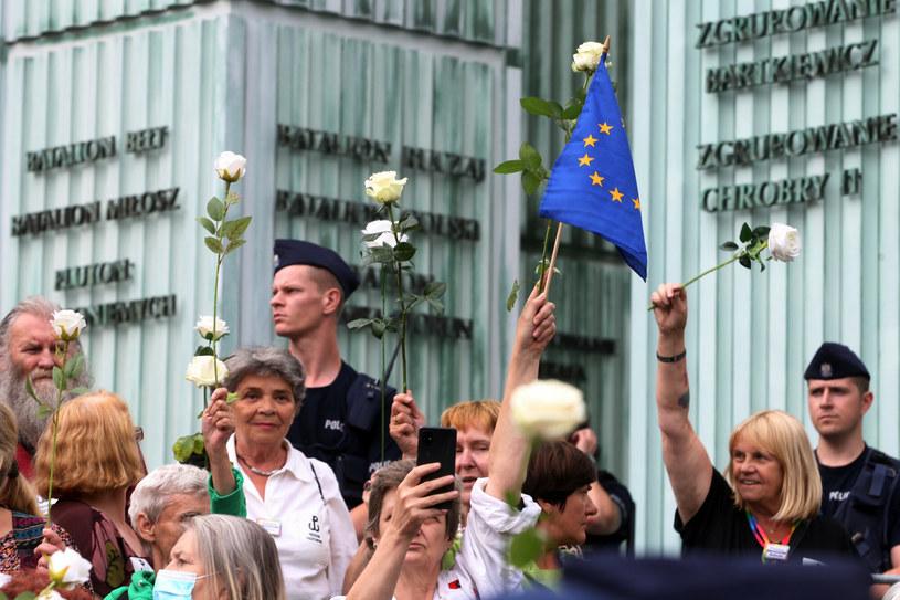 Kontrmanifestacja na Placu Krasińskich /PRZEMYSLAW WIERZCHOWSKI/REPORTER /Reporter