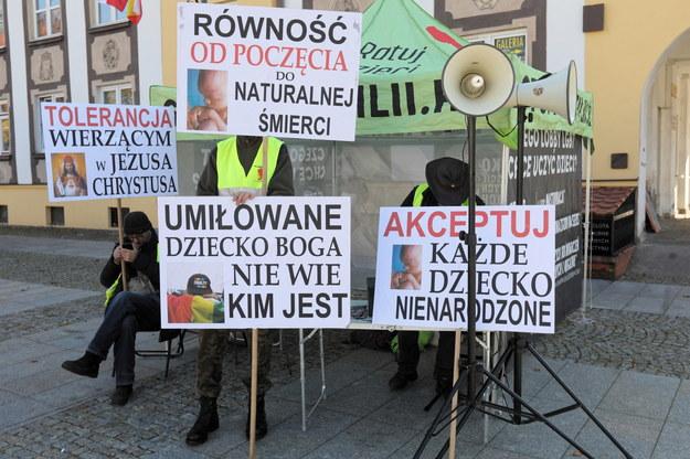 Kontrmanifestanci podczas II Marszu Równości w Białymstoku / Artur Reszko    /PAP