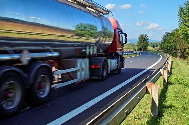 Kontrola skarbowa rozpoczęła akcję mającą ograniczyć wyłudzenia VAT w branży paliwowej /©123RF/PICSEL