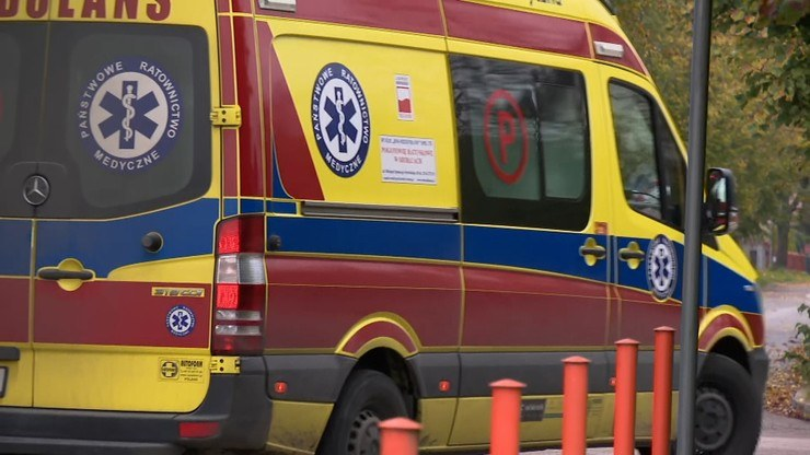 Kontrola w szpitalach, które nie przyjęły kierowcy karetki z COVID-19; mężczyzna zmarł /Polsat News