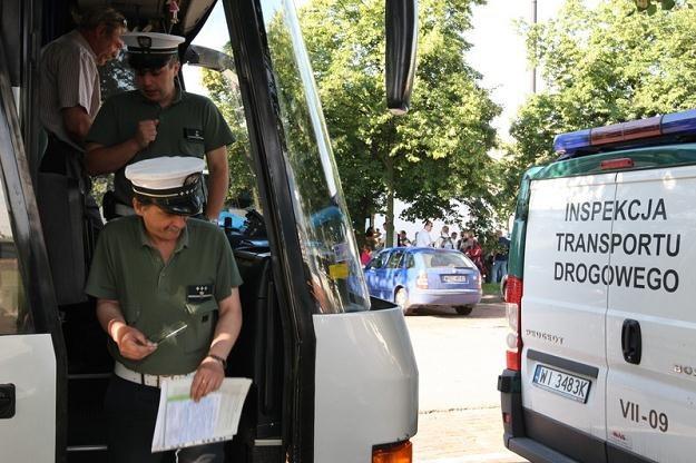 Kontrolę autokaru najlepiej zamówić wcześniej / Fot: Stanisław Kowalczuk /Agencja SE/East News