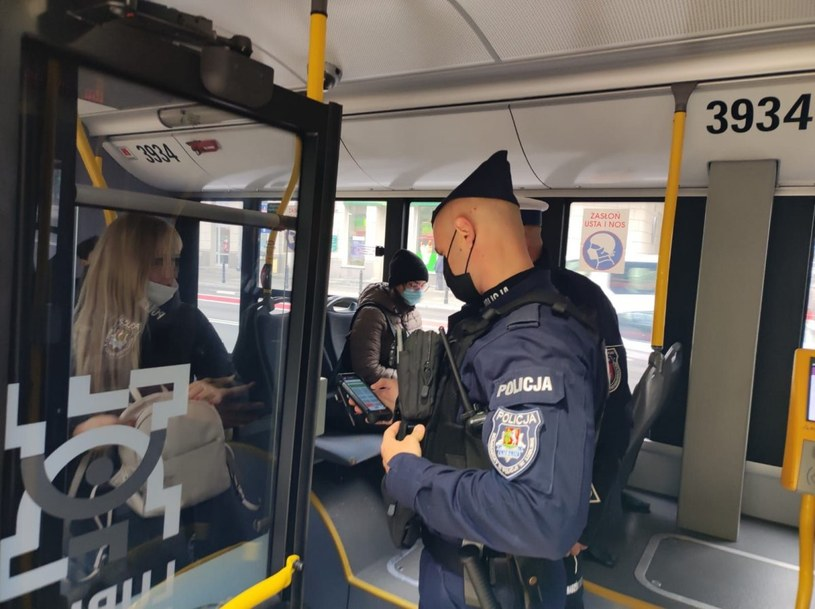 Kontrole przestrzegania obostrzeń w autobusach komunikacji miejskiej w Lublinie /KMP Lublin /
