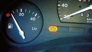 Kontrolka silnika na gazie