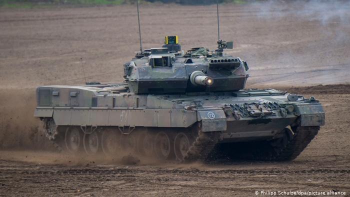 Kontrowersje budzi zwłaszcza sprzedaż uzbrojenia krajom o wątpliwych standardach demokratycznych /Deutsche Welle