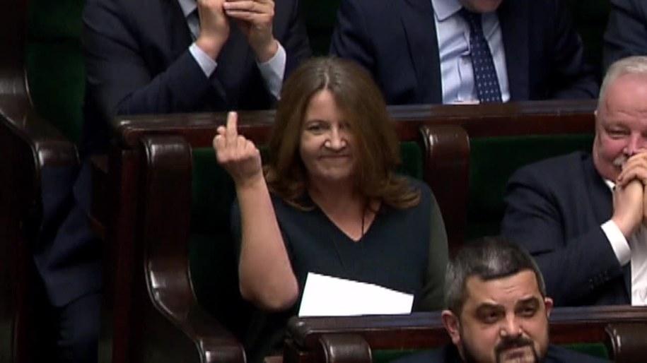 Kontrowersje wokół gest posłanki J. Lichockiej w Sejmie /X-news