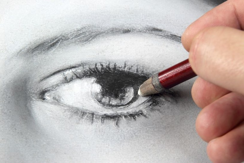 Konturowanie oczu /©123RF/PICSEL
