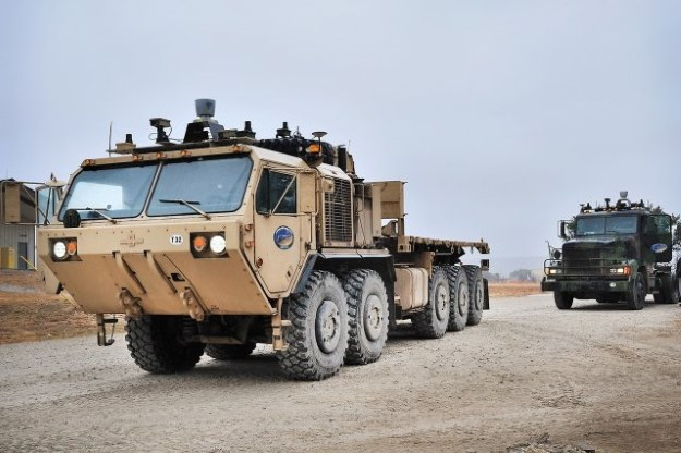 Konwój autonomicznych ciężarówek.  Fot. US Army /materiały prasowe