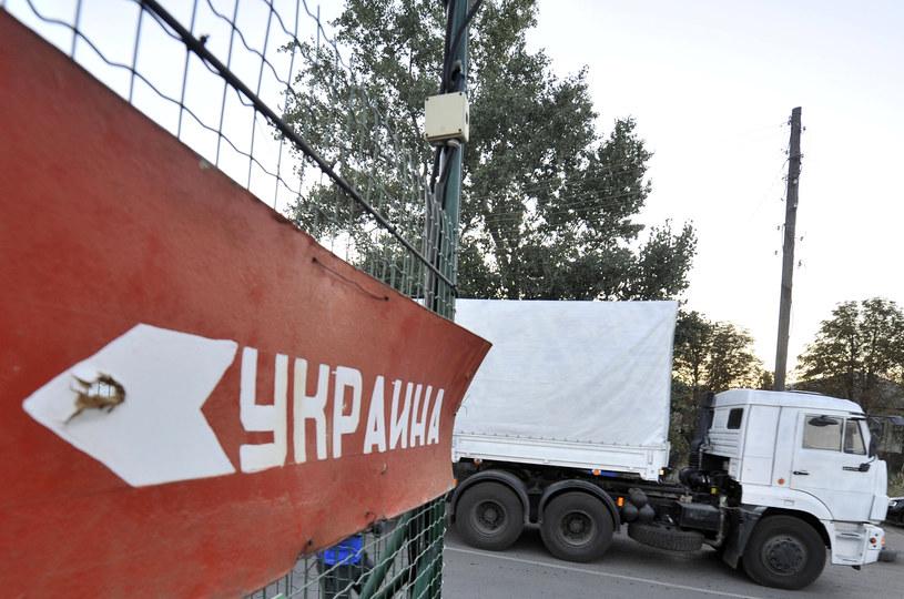 Konwój stoi na granicy /ITAR-TASS/ Dmitry Rogulin /Agencja FORUM