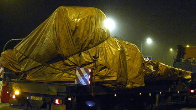 Konwój ze szczątkami samolotu Boeing 777 malezyjskich linii lotniczych /Darek Delmanowicz /PAP