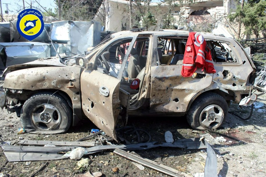 Konwój zmierzał z pomocą dla 78 tys. osób /SYRIA CIVIL DEFENSE /PAP/EPA