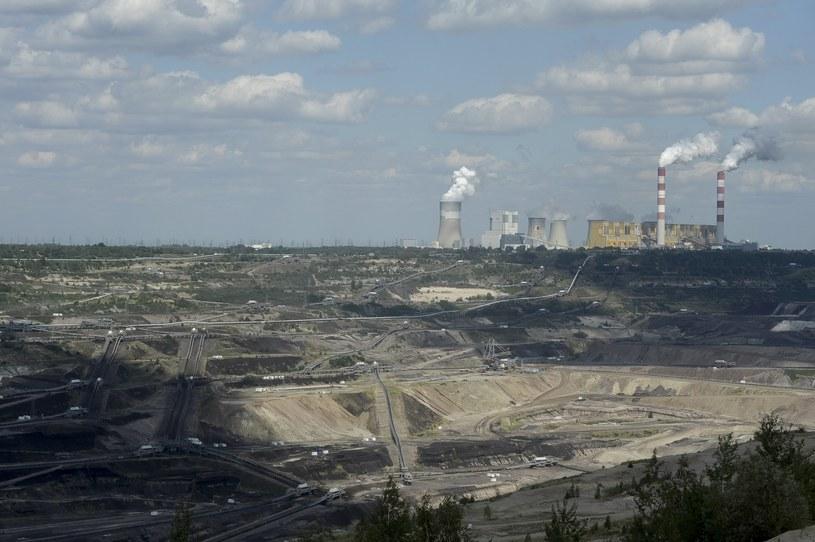 Kopalnia odkrywkowa w Bełchatowie, a na horyzoncie największa w Europie elektrownia opalana węglem /Wojciech Stróżyk /Reporter