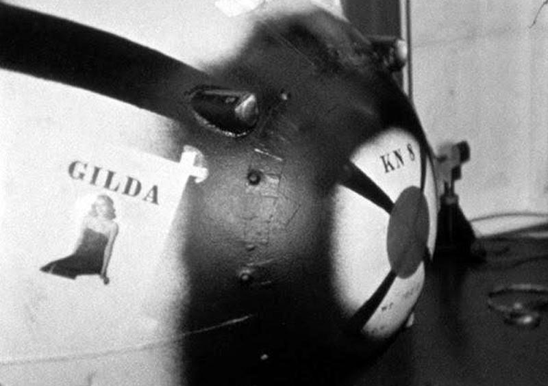 Kopia bomby Fat Man zrzuconej na Nagasaki z wizerunkiem Rity Hayworth /materiały prasowe