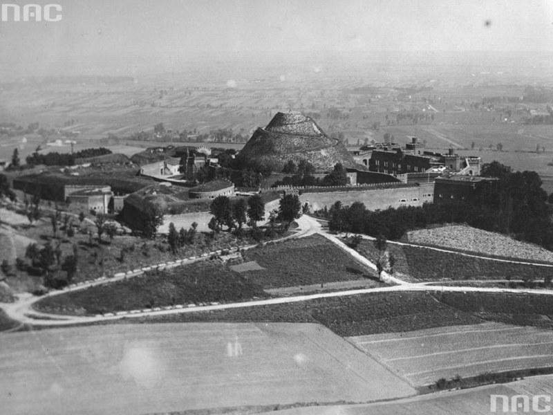 Kopiec Kościuszki w roku 1930 /Z archiwum Narodowego Archiwum Cyfrowego