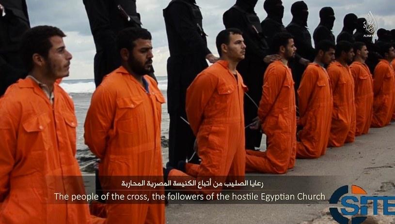 Koptowie zostali brutalnie zamordowani na plaży w Trypolisie /Twitter