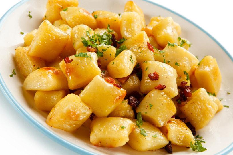 Kopytka to obiadowa klasyka, którą można dowolnie urozmaicać /123RF/PICSEL