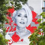 Kora skończyłaby 70 lat. Odsłonięto nowy mural w Warszawie