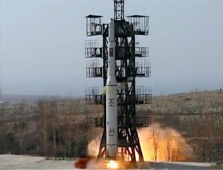 Korea Płn. demonstracyjnie wystrzeliła rakiety w dniu święta narodowego USA /AFP
