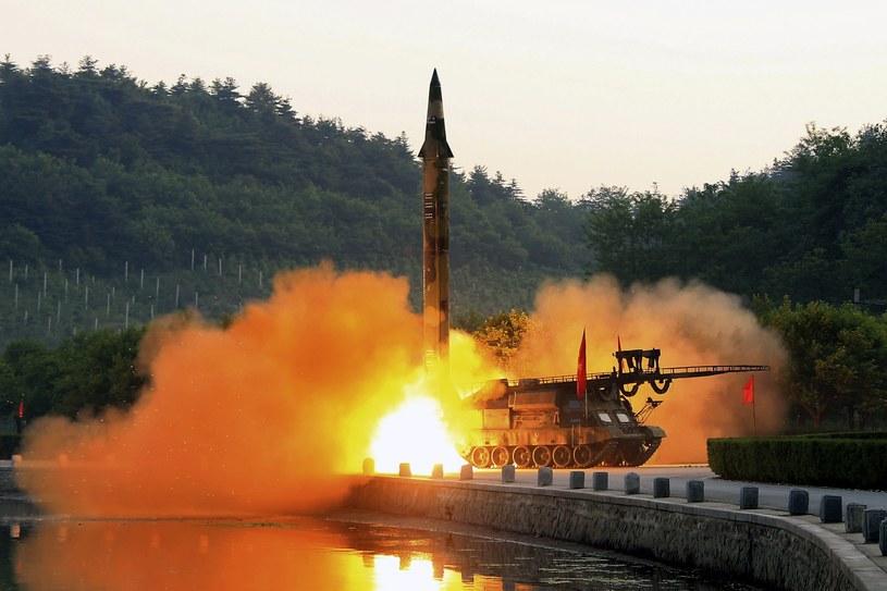 Korea Północna przeprowadziła próbę z przeciwokrętowymi pociskami manewrującymi /KCNA /PAP/EPA