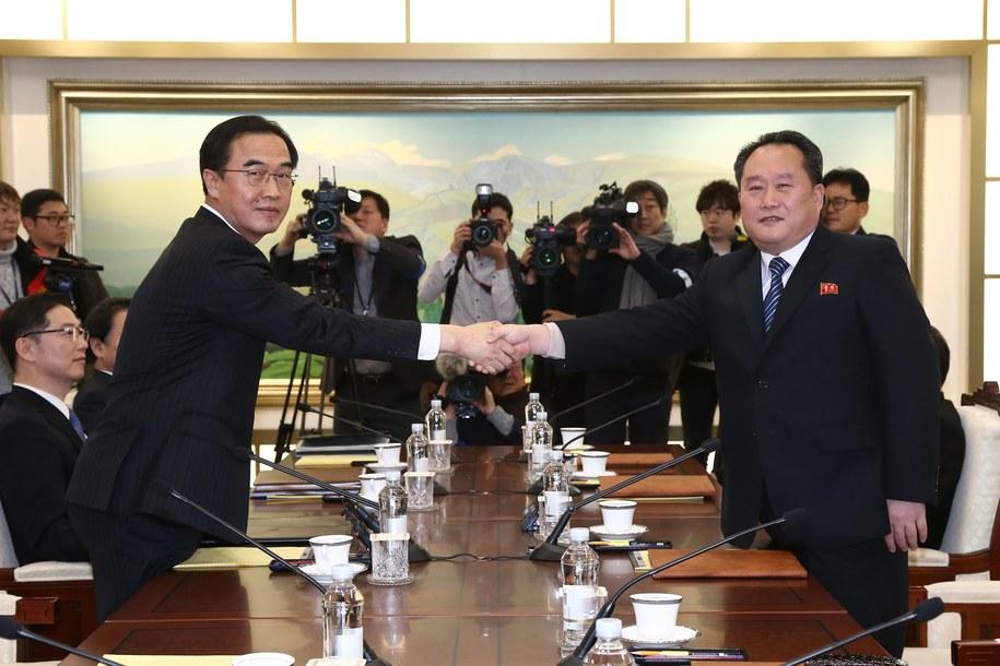 """Korea Południowa rozmawia z Koreą Północną w """"wiosce rozejmowej"""" /JUNG YEON-JE /PAP/EPA"""