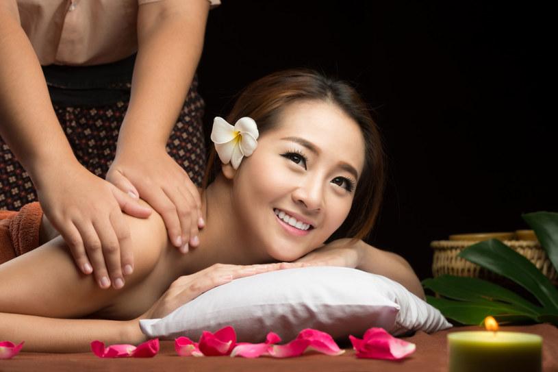 Koreanki długo zachowują urodę i młodość, choć używanie kosmetyków w codziennej pielęgnacji nie jest jedynie domeną kobiet, lecz także mężczyzn /©123RF/PICSEL