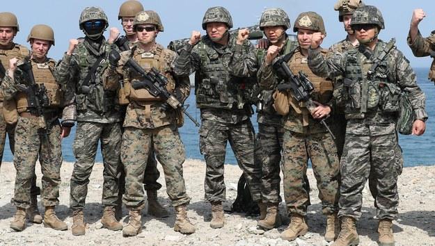 Koreańscy i amerykańscy żołnierze podczas wspólnych manewrów /YNA /PAP/EPA