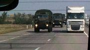Korespondent BBC: Nie tylko białe ciężarówki, także pojazdy wojskowe