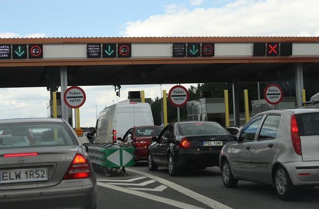 Korki na bramkach podważają sens jazdy autostradą / Fot: Stanisław Kowalczuk /East News