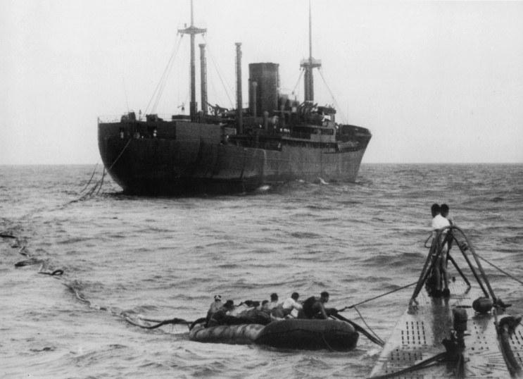 Kormoran widziany z pokładu U-Boota /Bundesarchiv /INTERIA.PL/materiały prasowe