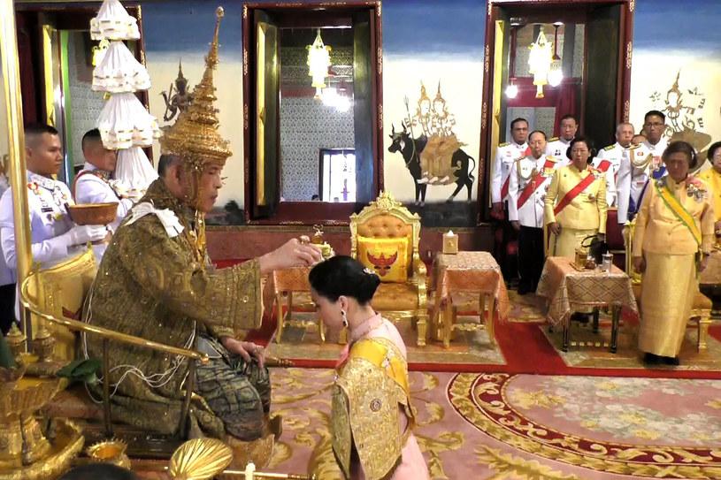 Koronacja Ramy X. Całkowity koszt ceremonii koronacyjnych szacowany jest na miliard bahtów, czyli prawie 120 mln zł. /Thai TV Pool  /AFP