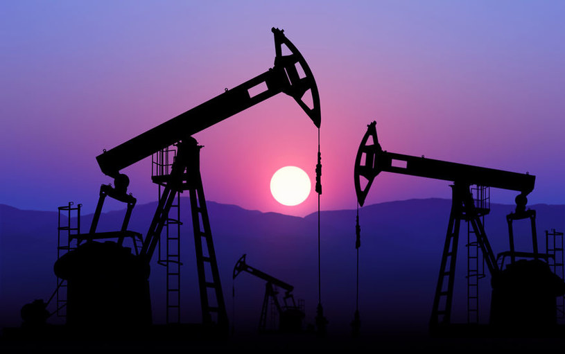Coronary crisis.  Crude oil inventories rise and crude oil prices fall / 123RF / PICSEL
