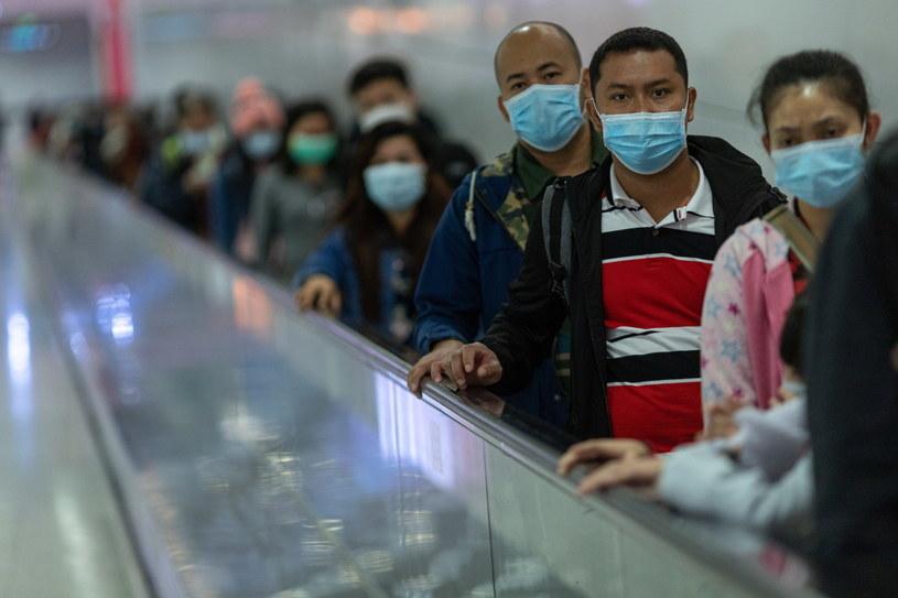 Koronawirus doprowadził do śmierci ponad 200 osób /JEROME FAVRE /PAP/EPA