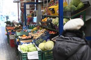 Koronawirus: Jak ograniczyć ryzyko zakażenia, wychodząc na zakupy?