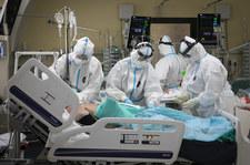 Koronawirus. Kto jest najbardziej narażony na zgon? Nowe badania  Koronawirus. Kto jest najbardziej narażony na zgon? Nowe badania 000AL4JV7NPM05QB C307
