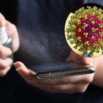 Koronawirus na ekranie telefonu - bardzo złe informacje z Australii