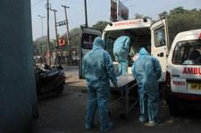 Koronawirus na świecie. AFP: Rekordowa liczba nowych zakażeń. Prawie 900 tysięcy