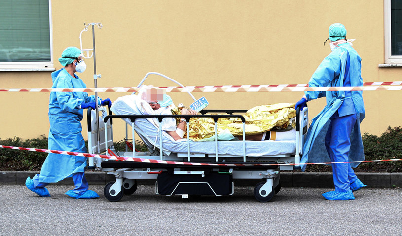 Koronawirus powoduje zgony w kolejnych krajach w Europie /PAP/EPA