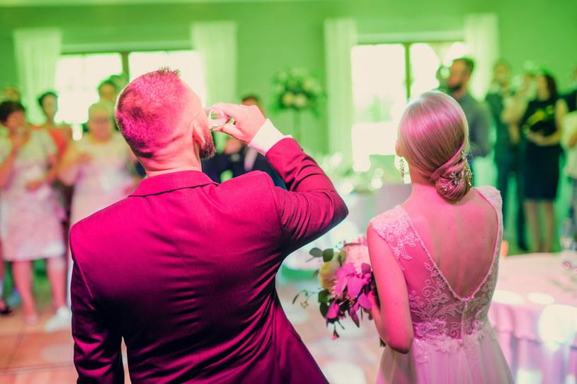 Koronawirus spowodował, że wiele ślubów zostało przełożonych /Daniel Dmitriew /Agencja FORUM