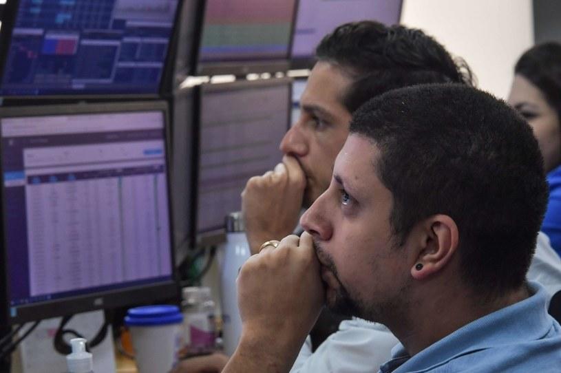 Koronawirus uderzył w światowe giełdy. Maklerzy w Sao Paulo z niepokojem obserwują skalę spadków /AFP