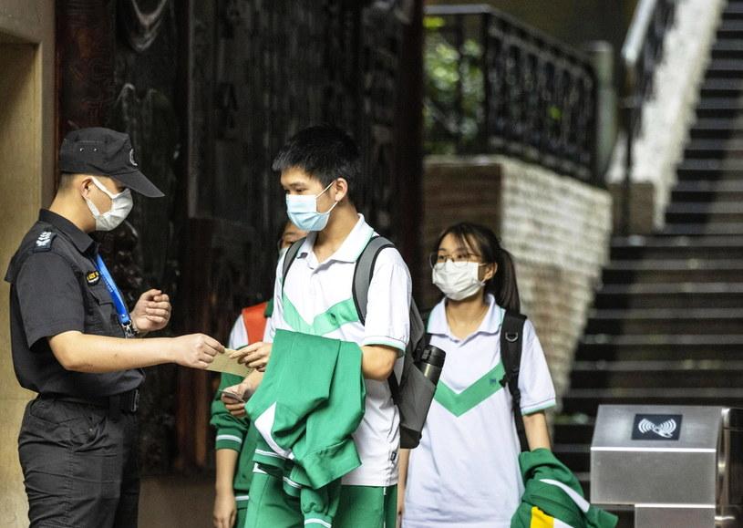 Koronawirus w Chinach /ALEX PLAVEVSKI /PAP/EPA