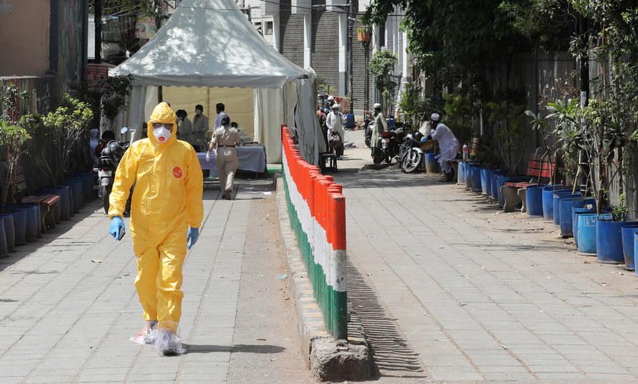 Koronawirus w Indiach. Zdjęcie ilustracyjne /RAJAT GUPTA    /PAP/EPA